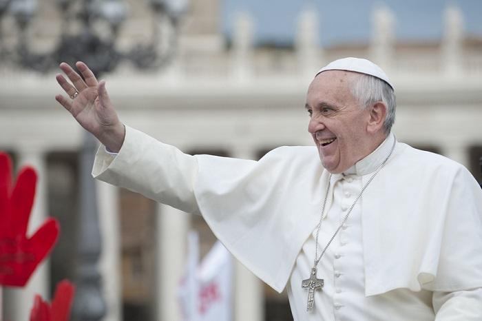 Pope Francis blesses faithful